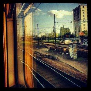 Lignes de fuite.... dans PHOTOS Lignes-de-fuite-3-mai-2012-dans-le-train-Paris-Sens1-300x300